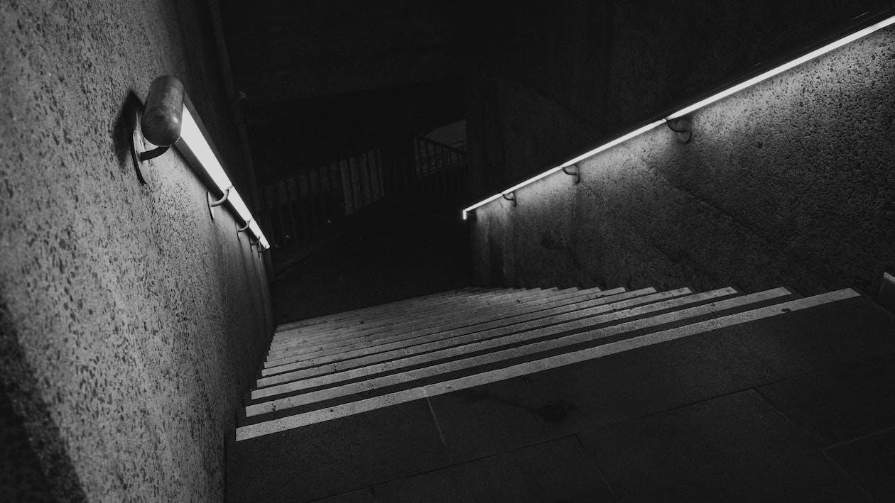 bianco e nero, corrimano, illuminato