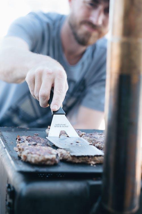 Kostenloses Stock Foto zu essen, fleisch, hand, kochen