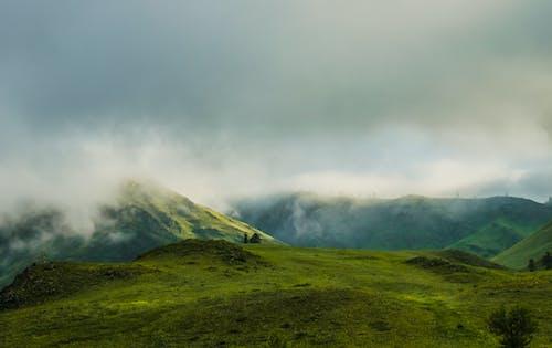 Darmowe zdjęcie z galerii z góra, krajobraz, malowniczy, mglisty