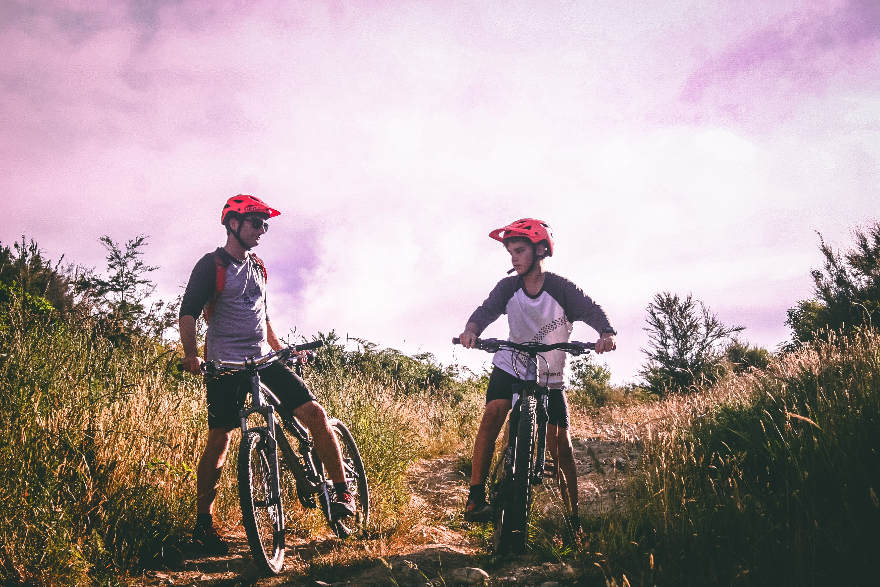 Fotos de stock gratuitas de adolescente, adulto, aventura, bicicletas de montaña