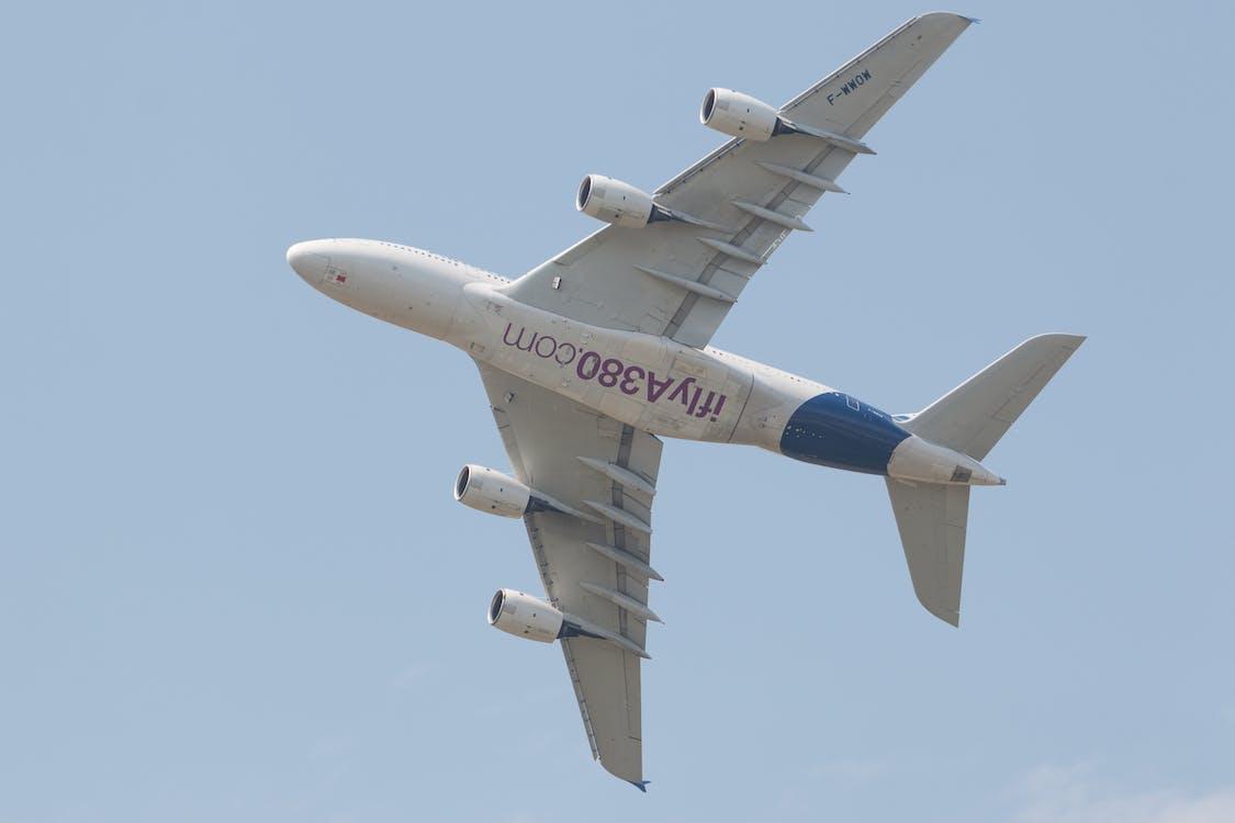airbus a380, linienflugzeug, passagierflugzeug