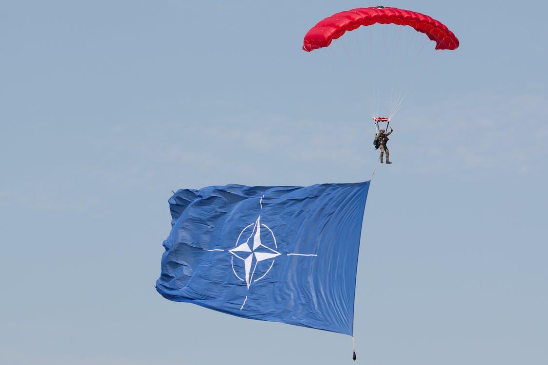 낙하산 타는 사람