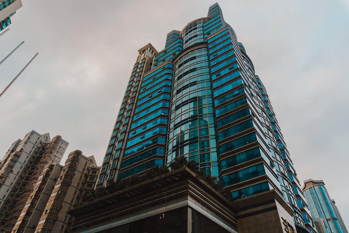 ablakok, alacsony szögű fényképezés, belváros