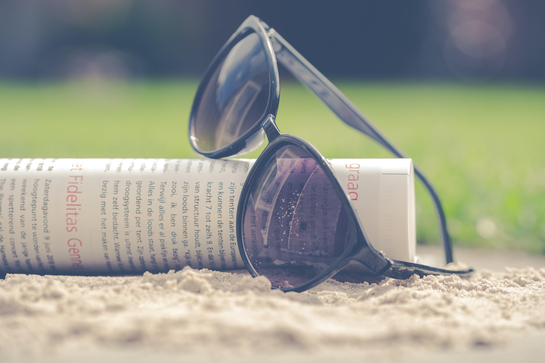 okulary słoneczne, piasek, plastik