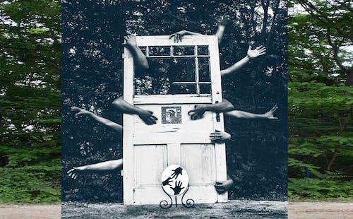 Foto d'estoc gratuïta de mans, mirall, portes