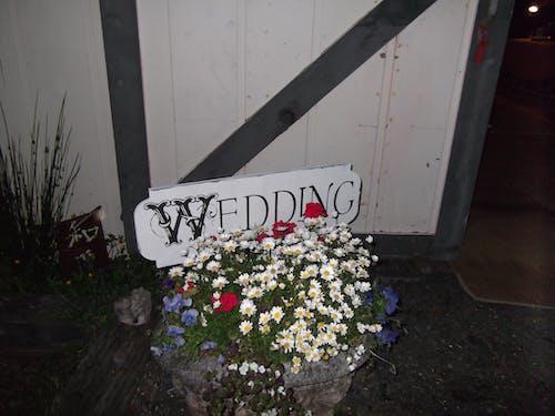Immagine gratuita di segno di matrimonio fienile