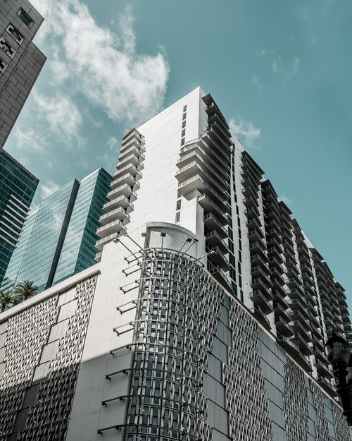 Δωρεάν στοκ φωτογραφιών με αρχιτεκτονική, αρχιτεκτονικό σχέδιο, γαλάζιος ουρανός, γραμμή ορίζοντα