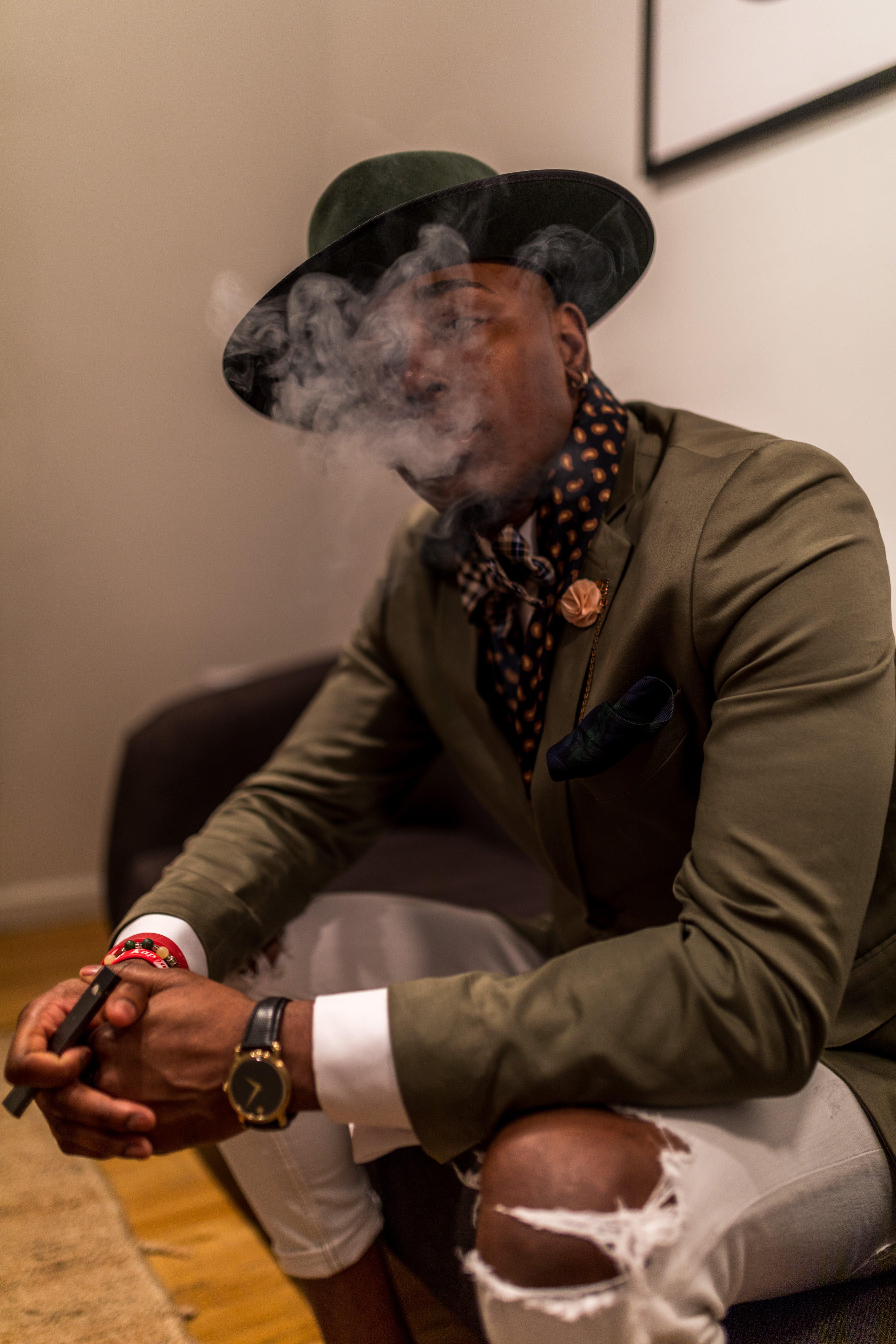 Základová fotografie zdarma na téma černoch, cigareta, dospělý, focení