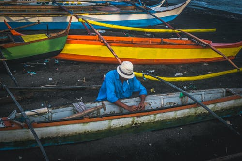 Fotobanka sbezplatnými fotkami na tému chlapec, člny, každodenní ľudia, loď