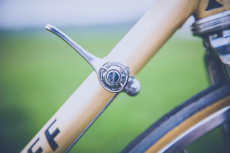 bisiklet, bisiklet değiştirici, dişli, nakliye içeren Ücretsiz stok fotoğraf