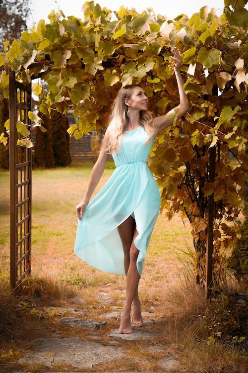 Foto d'estoc gratuïta de bellesa, bonic, conjunt de roba, desgast