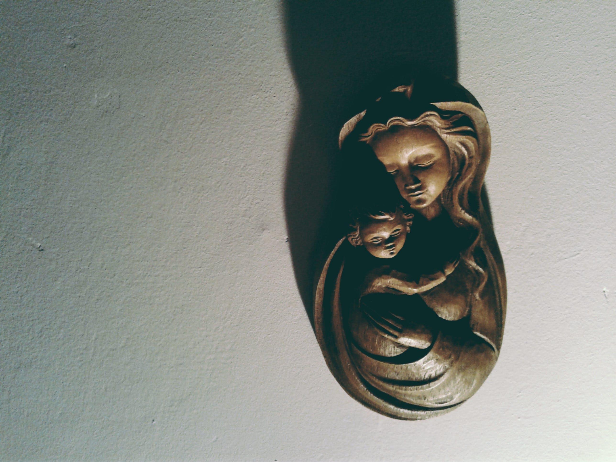 Woman Hugging Her Kid Bust Figurine