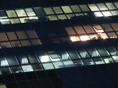 Immagine gratuita di colore, edificio, finestre di vetro, leggero
