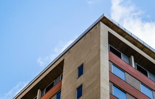 apartman, bakış açısı, bina, cam pencereler içeren Ücretsiz stok fotoğraf