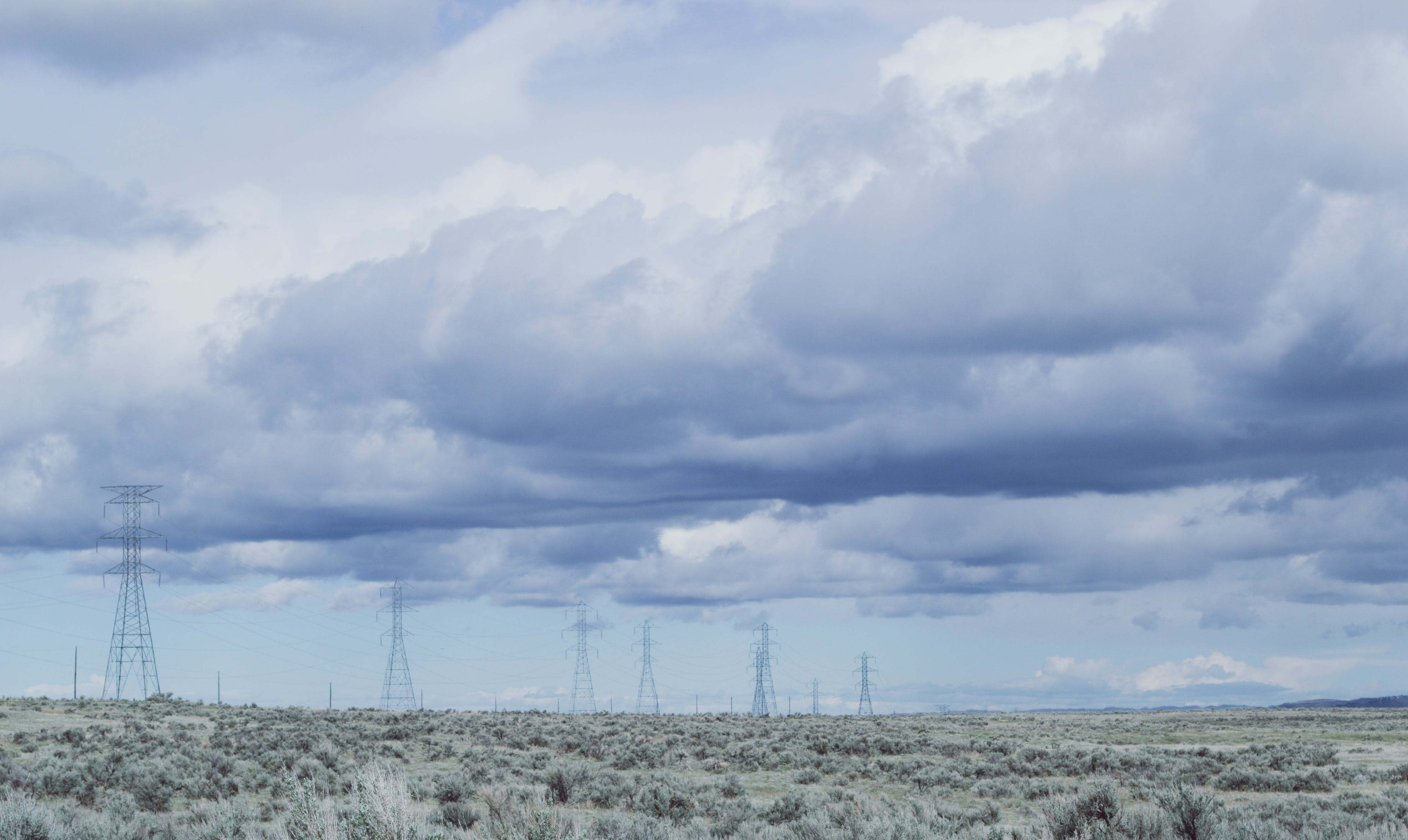 Бесплатное стоковое фото с голубое небо, линии электропередачи, небо, облака