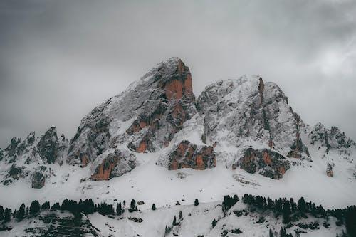 Δωρεάν στοκ φωτογραφιών με αναρρίχηση, βουνό, βουνοκορφή, γραφικός