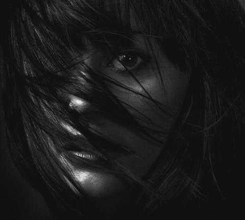 Kostnadsfri bild av ansiktsuttryck, flicka, fotografering, hår