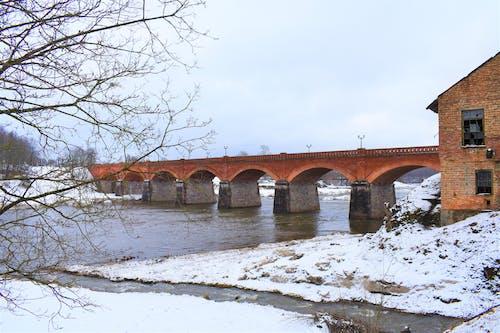 Kostenloses Stock Foto zu brücke, gefrorenen fluss, kalt, winter