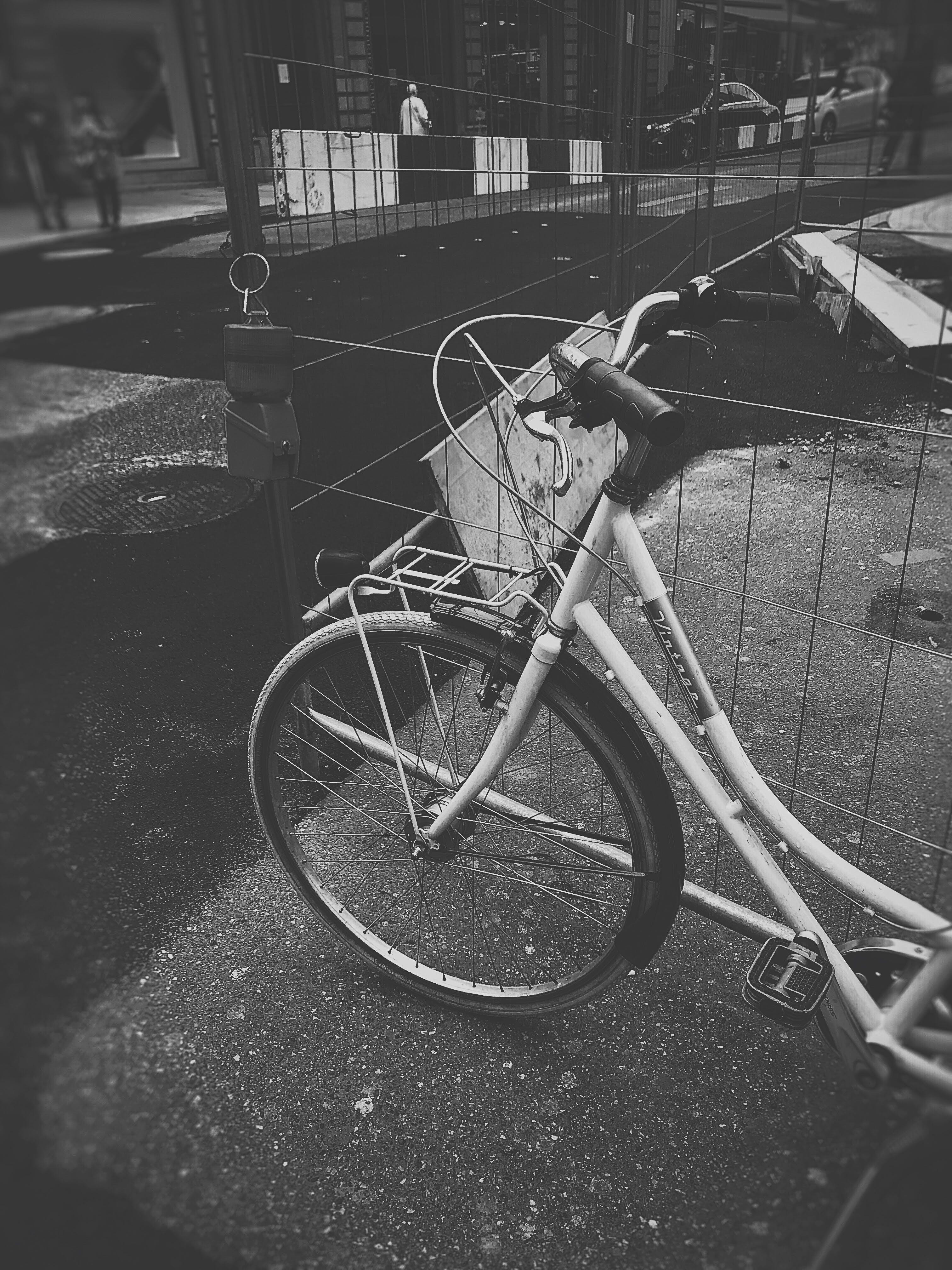 bisiklet, eski moda, kaldırım, Kent içeren Ücretsiz stok fotoğraf
