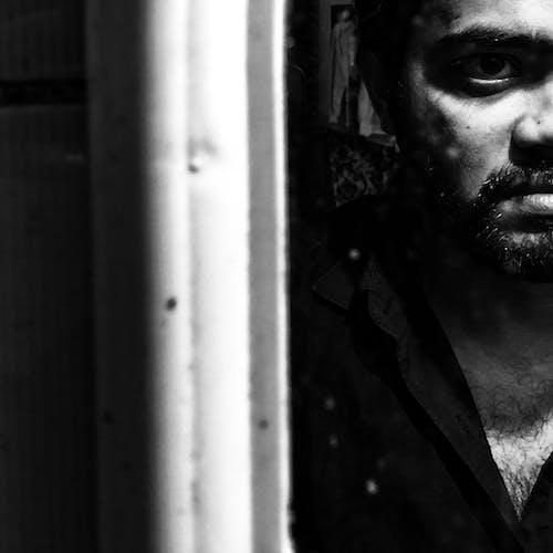 Безкоштовне стокове фото на тему «людина в дзеркалі»