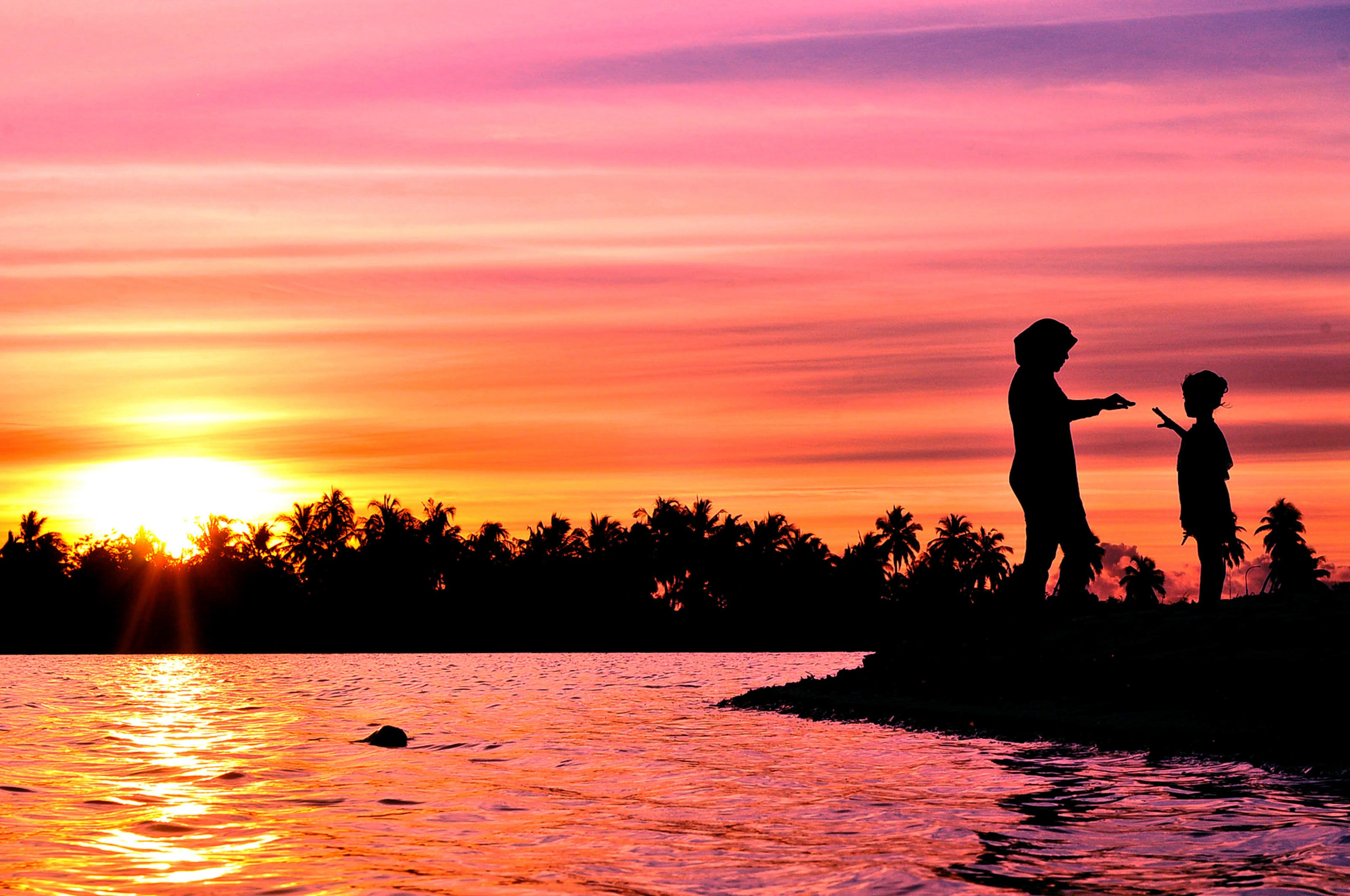 Kostenloses Stock Foto zu sonnenuntergang, strand, paar, liebe