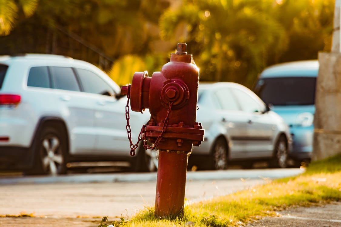Kostnadsfri bild av bil, bilar, brandpost