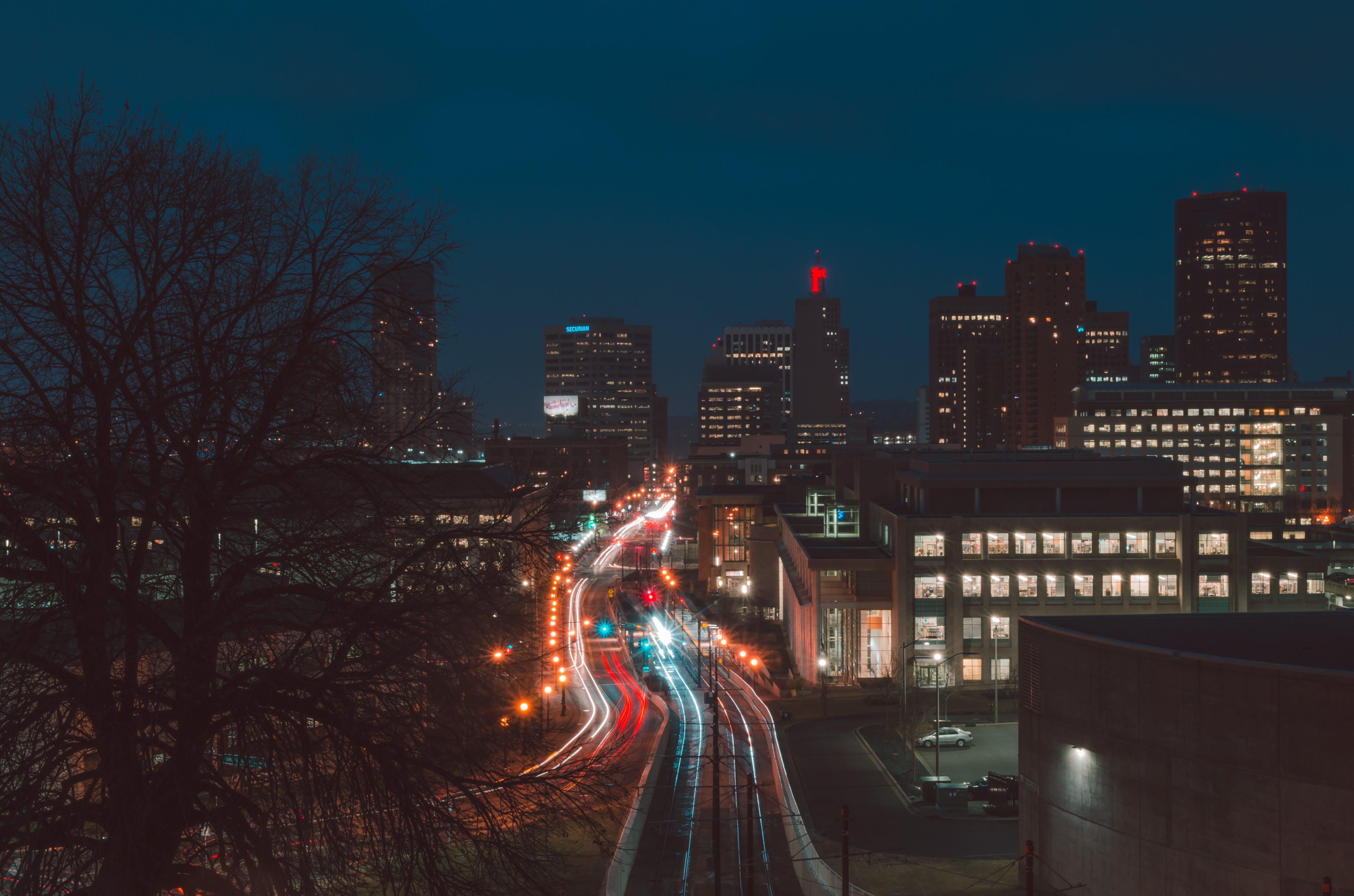 Kostenloses Stock Foto zu abend, architektur, autobahn, bäume