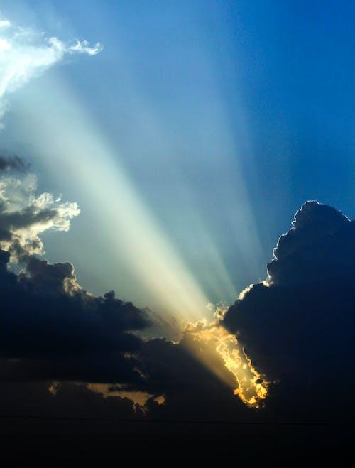 Immagine gratuita di fotografia con le nuvole, luce del sole, nuvole, Raggi solari