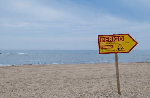 Δωρεάν στοκ φωτογραφιών με κίνδυνος, παραλία, Πορτογαλία, σήμα κινδύνου