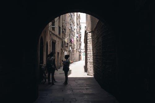 Gratis stockfoto met architectuur, boog, buitenkant, doorgang