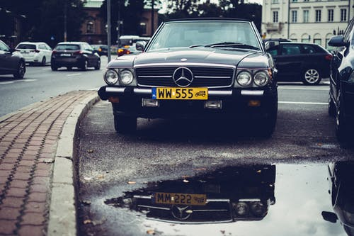 Безкоштовне стокове фото на тему «Mercedes Benz, автомобілі, асфальт, відображення»