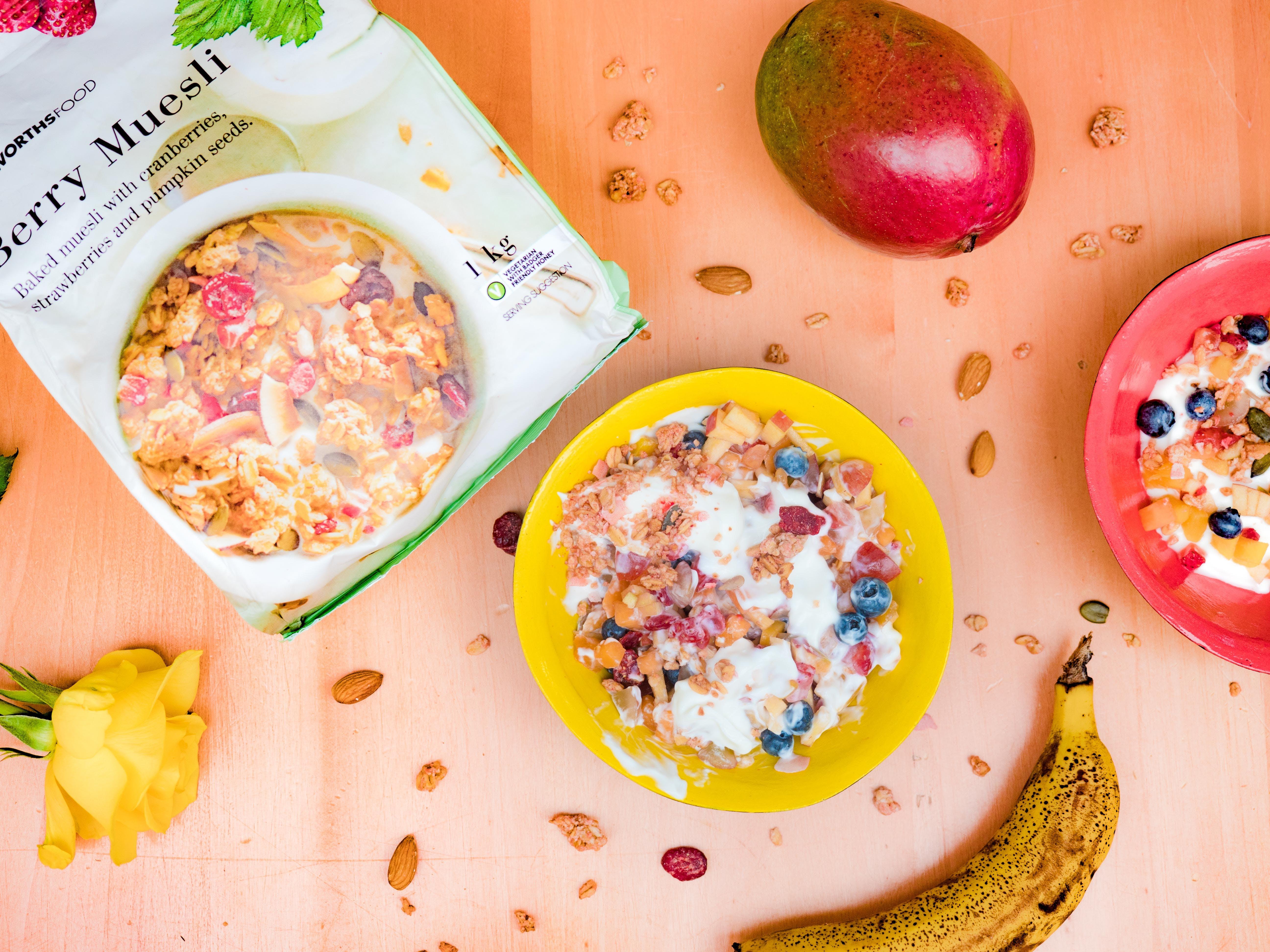 Foto profissional grátis de alimento, bacia, baga, banana
