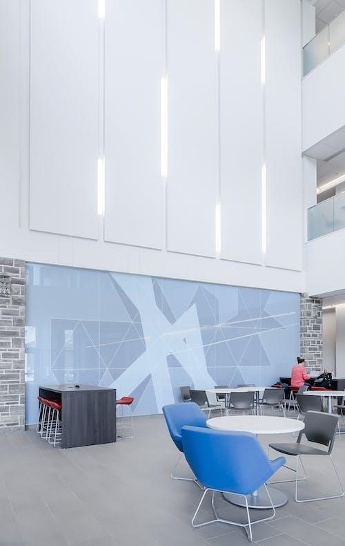 Gratis stockfoto met architectonisch, binnenshuis, hedendaags, interieurontwerp
