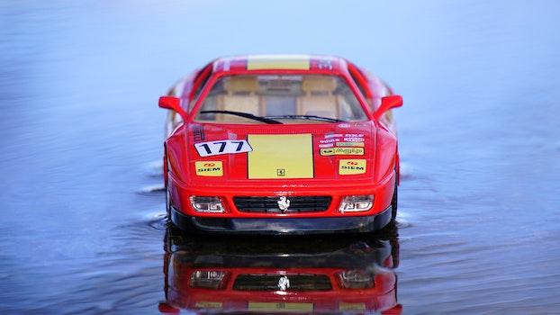 Kostenloses Stock Foto zu rot, wasser, sportwagen, miniatur