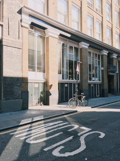 Kostnadsfri bild av arkitektur, asfalt, byggnad, cykel