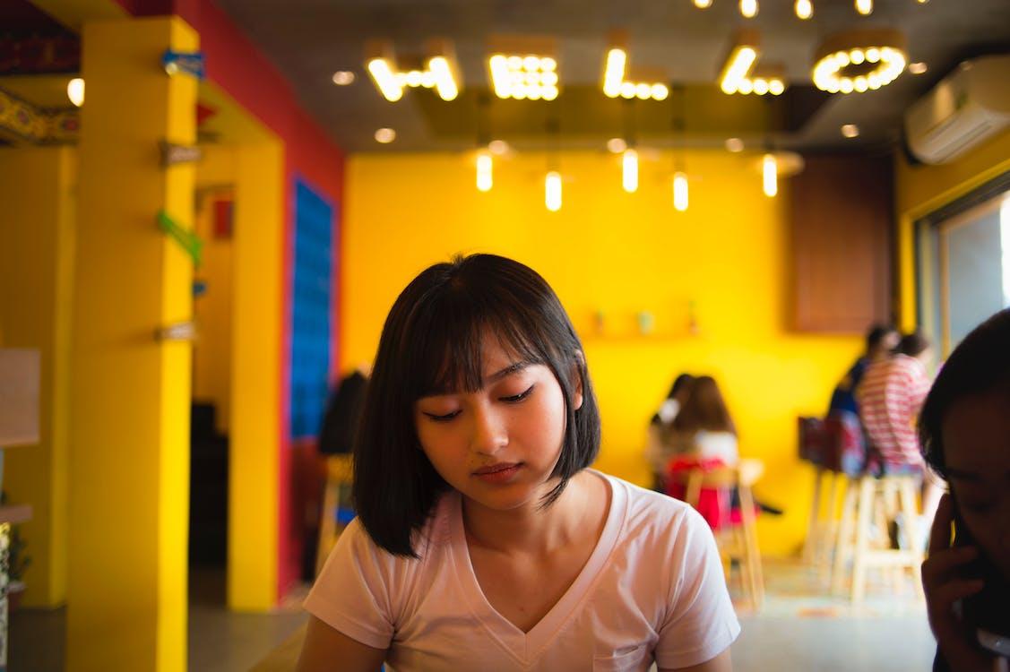 Азиатская девушка, в помещении, комната