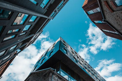 Безкоштовне стокове фото на тему «Windows, архітектура, блакитне небо, Будівля»
