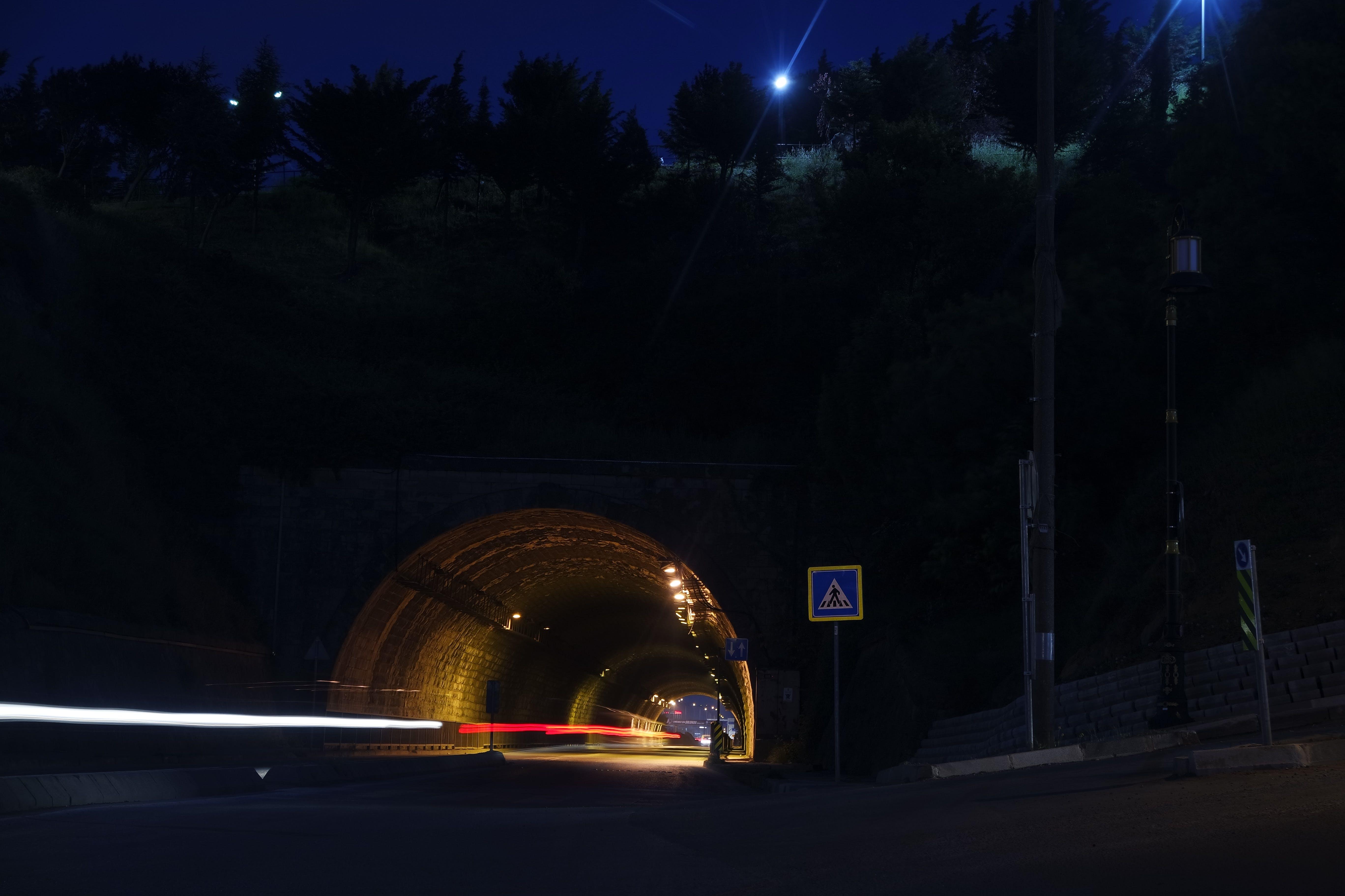 gece, ışıklar, karanlık, sokak içeren Ücretsiz stok fotoğraf