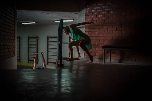 Imagine de stoc gratuită din acțiune, adult, atlet, balustrade
