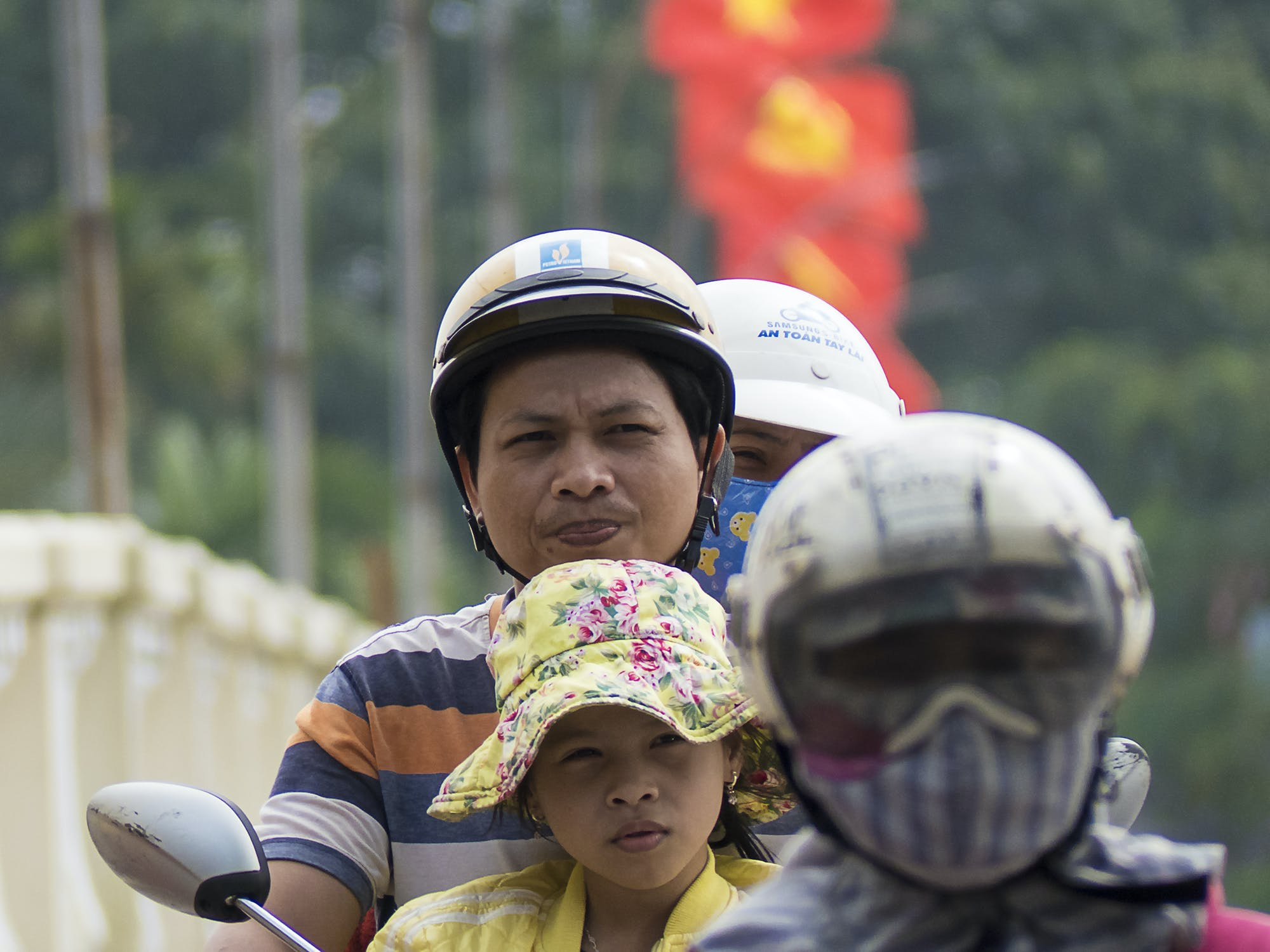 Kostenloses Stock Foto zu asien: menschen, fahnen, roller, vietnamesisch