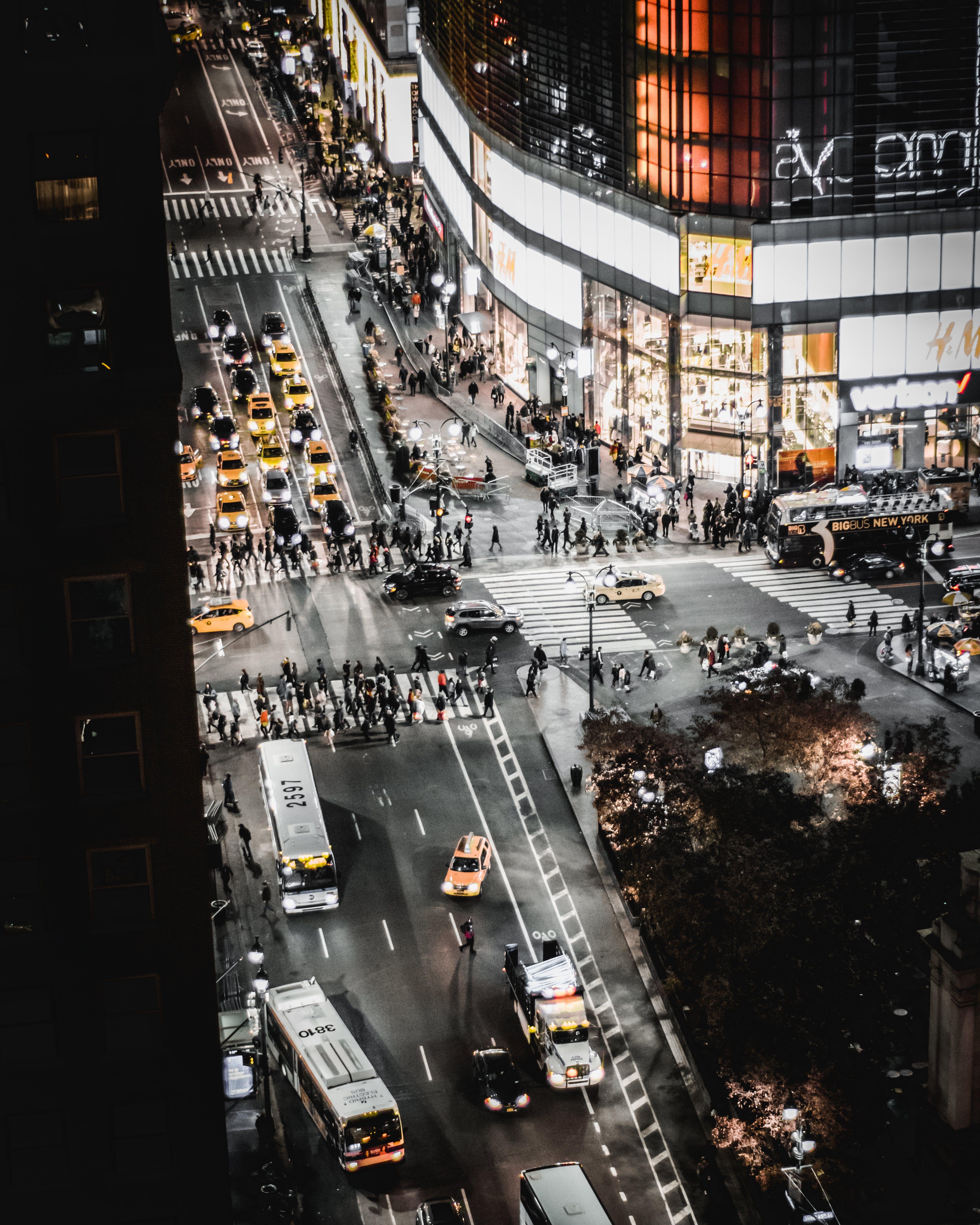 Kostenloses Stock Foto zu autobahn, autos, beleuchtung, busse