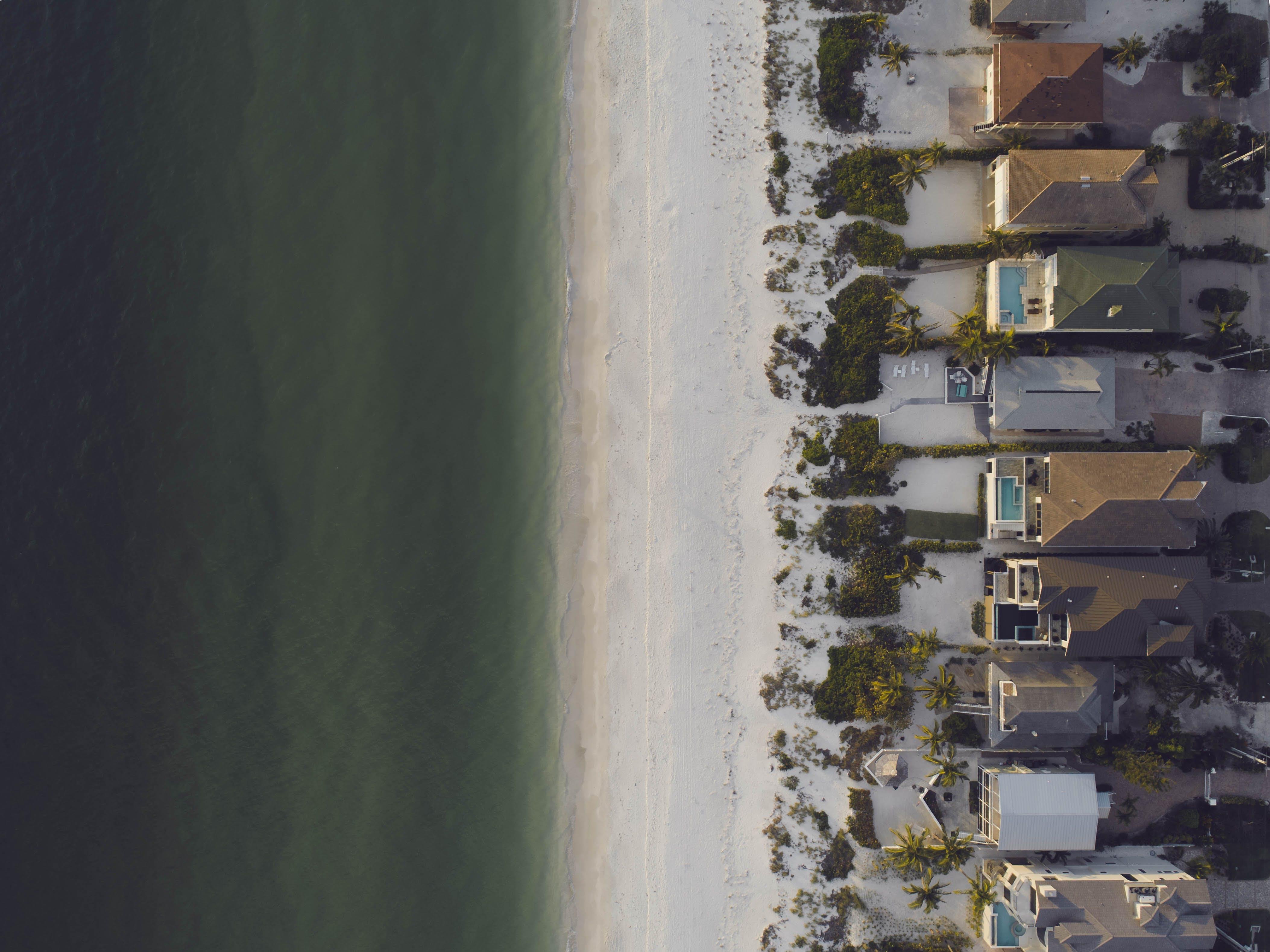 屋頂, 房子, 日光, 樹木 的 免費圖庫相片