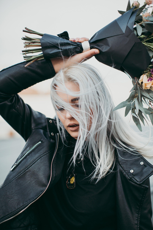 Kostenloses Stock Foto zu fashion, mann, frau, blumen