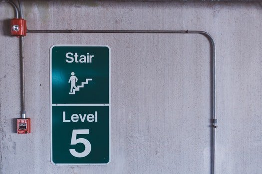 Green and White Stair Level 5 Signage