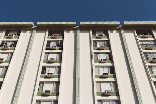 ローアングル写真, 住宅建築, 建物, 建築の無料の写真素材