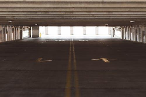 Kostenloses Stock Foto zu architektur, beleuchtung, beton, draußen