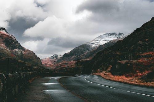 Foto d'estoc gratuïta de carretera, muntanya, neu, núvol