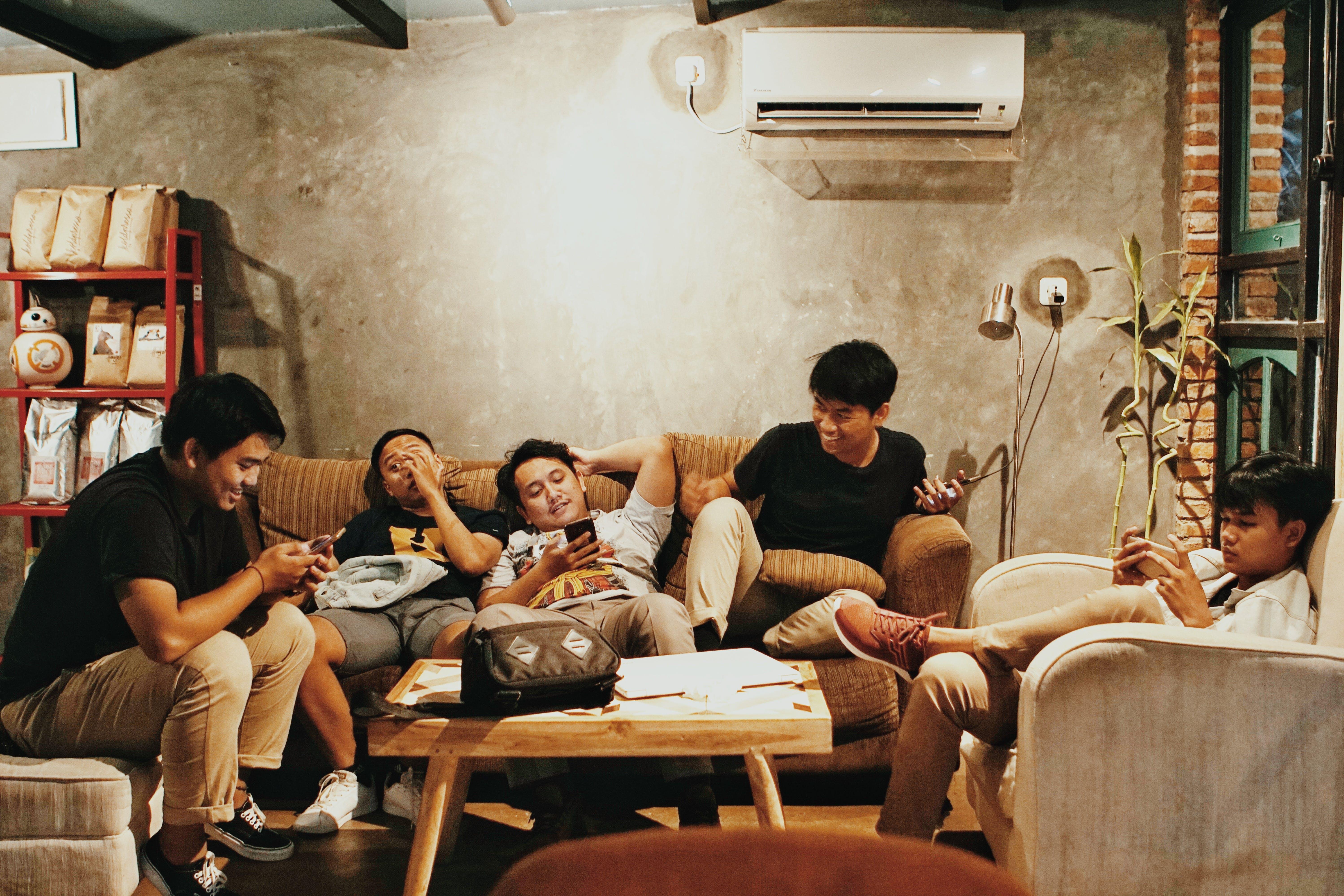 anak laki-laki, bangsa asia, belum tua, dalam ruangan