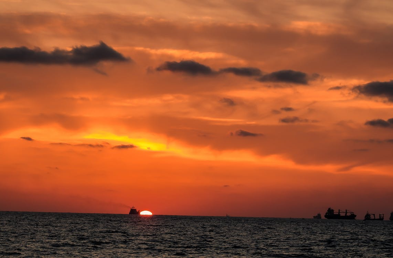 Fotobanka sbezplatnými fotkami na tému nákladná loď, večerné slnko