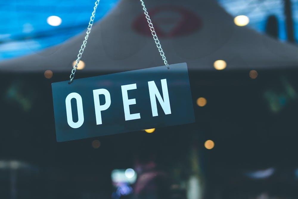Open signage. | Photo: Pexels